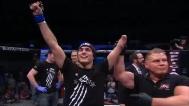 Un luchador manco, campeón de artes marciales mixtas