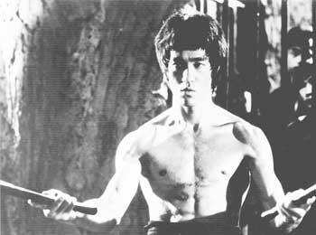 Impresionante Bruce Lee:  Vídeo de homenaje con motivo del 40 aniversario de su muerte prematura.