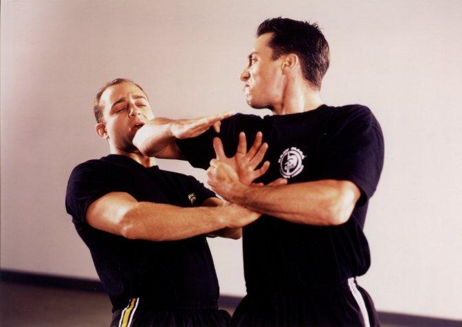 Cómo enfrentar un acto violento: Los siete componentes para la defensa